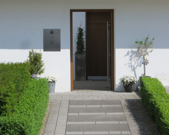 100 Jahre Bauhaus – Zeitgemäße Luxusinterpretation in Traumlage mit Einliegerwohnung!